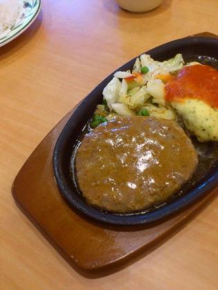 サイゼリヤ、日替わりビーフ&ポークハンバーグランチ6.ハンバーグ特製ソース&チキンピカタ(卵包み焼き)