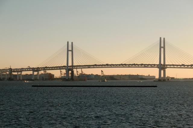 波立つ横浜港