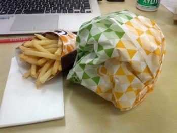 LOTTERIA_Qdan_cheeseburger_001.jpg