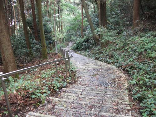 長等公園から旧びわこ学園への階段