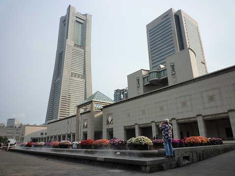横浜美術館とランドマークタワー