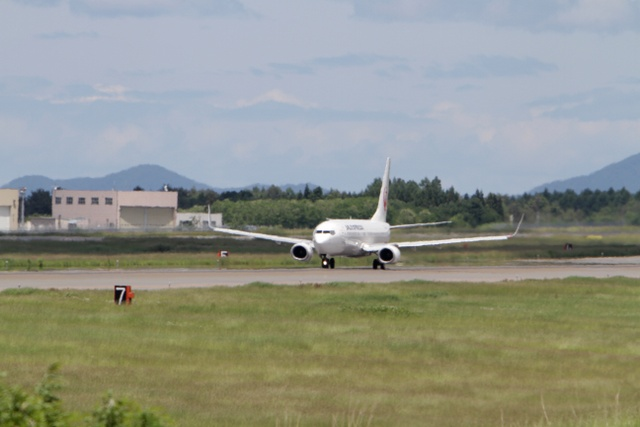 JAL EXPRESS BOEING 737-800 AOMORI AIRPORT