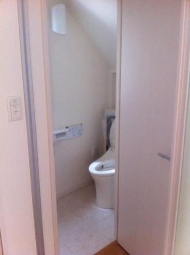 20120428001_ホールから見たトイレ