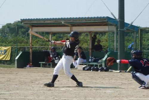 PA260230本日4打数4安打目となるBig連チャンず2番山崎が5回表無死二、三塁から右前に2点適時打を放つ