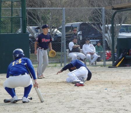 PB0303672回表松永弟の左超え二塁打で二塁から田島が一挙に生還し2対1と勝ち越す