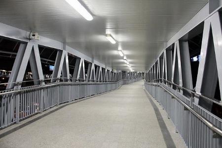バンコク マッカサン駅から連絡路でペチャブリー駅画像