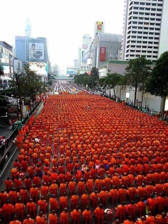 タイ僧侶が1万人集まる画像