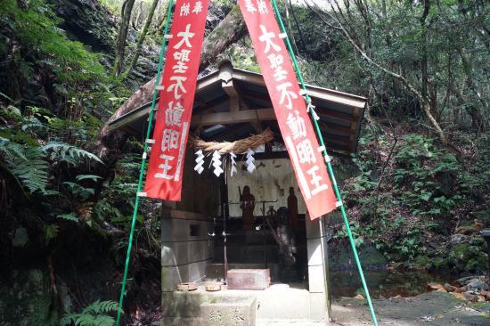 不動明王の滝5