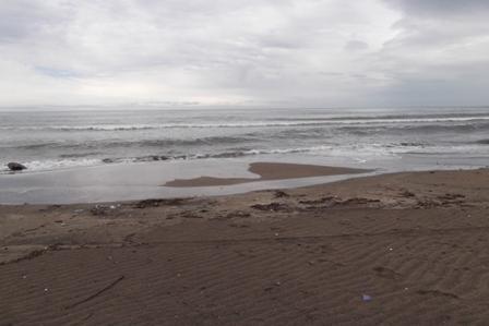 そして… 誰もいない海