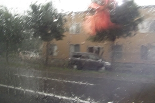 雨が降ってきた