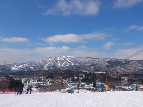 ひるがの高原スキー場から大日岳