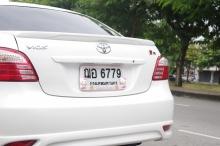 タイ雑貨通販 泰国屋(たいこくや) タイ王国出張旅行ブログ写真01 タイで見つけたハローキティ ナンバープレートカバーの写真 トヨタのVIOS