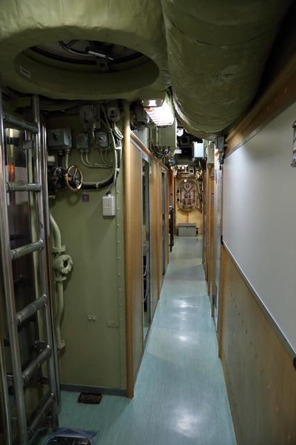 潜水艦の艦内