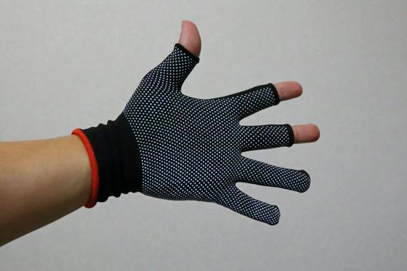 3本だけ指先のない手袋