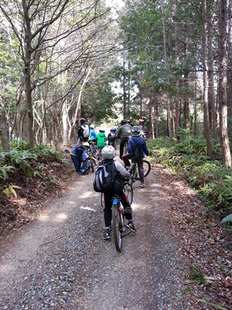 山道を自転車で走行blog