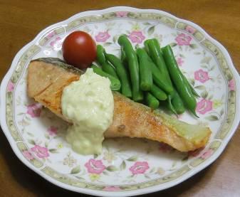 魚料理にインゲンの添え物