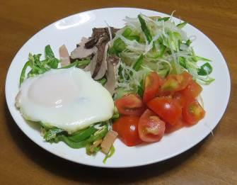 トマト入りサラダ