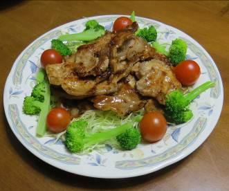 トマト入りサラダと肉炒め