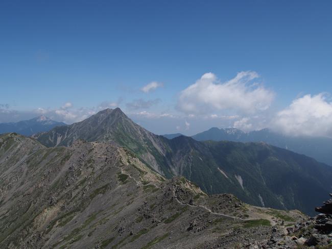 間ノ岳から北岳を望む