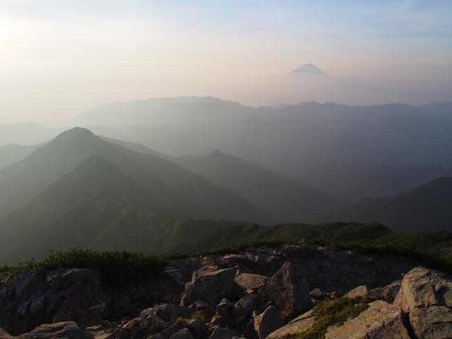 農鳥岳からみた富士