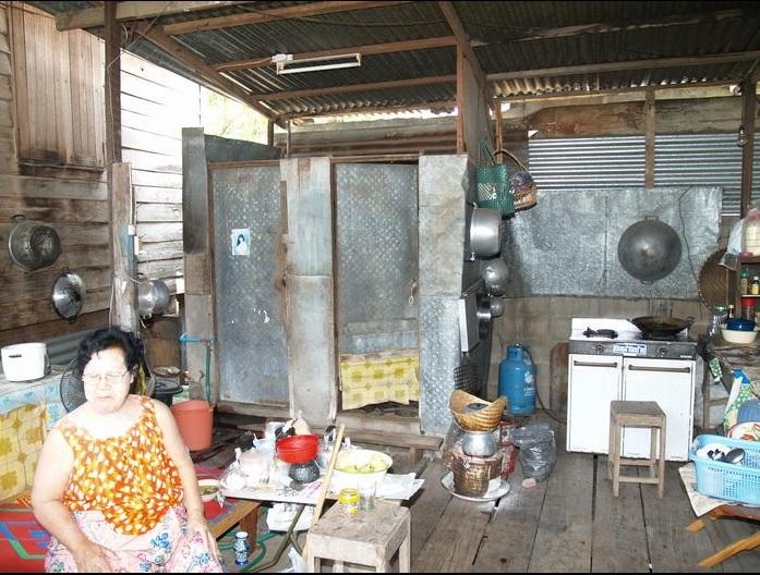 2014-1-27タイの民家の台所とホムナーム