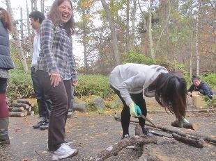 20131109バレー部薪作り (2)