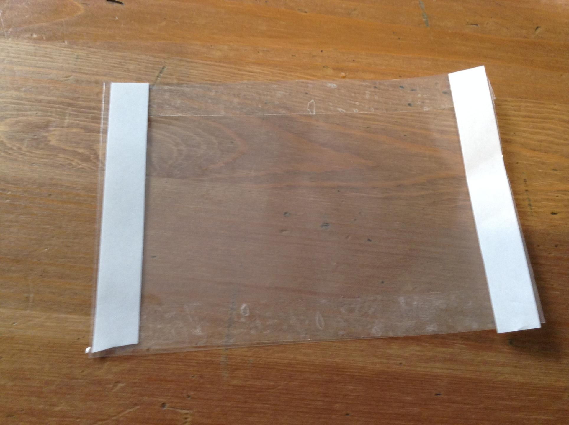 また両面テープを四辺に貼る