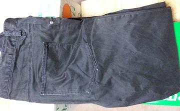 ライトオンで買った黒ズボン