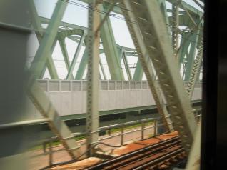 鉄橋世代交代中