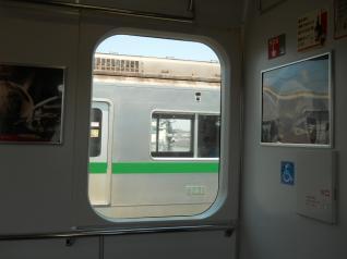 千代田線6000系と並走