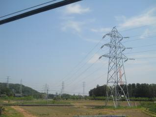 古い鉄塔がマッチングの自然風景