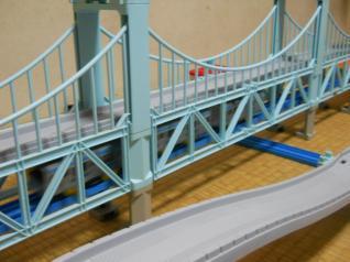 瀬戸大橋を渡る205系