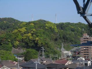 丘陵上下に鉄塔