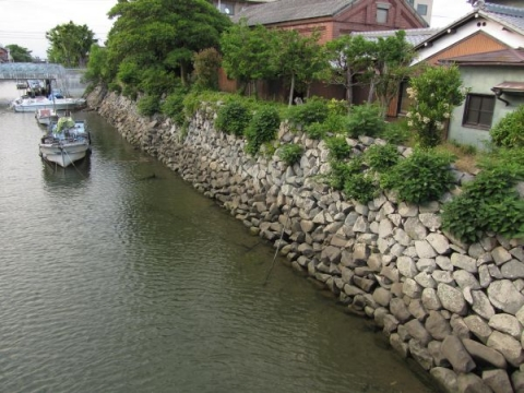 堀川と桑名城城壁