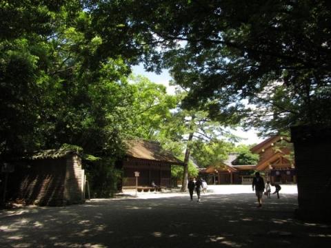 信長塀と西楽所・神楽殿