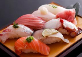 バカ「寿司は日本の伝統!伝統を守れ!」