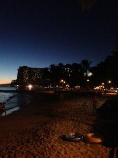 ワイキキビーチ夜