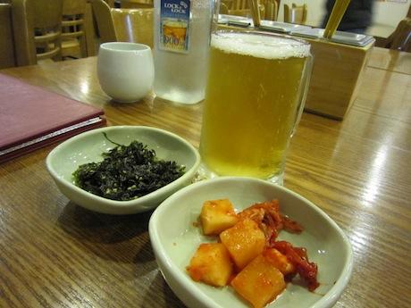 ビールと韓国のりとキムチ