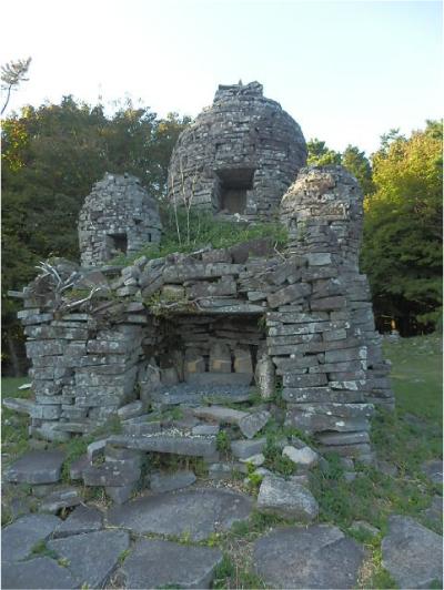星ヶ城東峰・謎の石塔