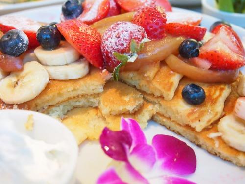 カイラ・オリジナル・パンケーキ(トッピング全部のせ)04@cafe Kaila