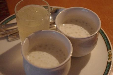 タピオカ入りココナッツミルクとオーギョーチのライチ風味