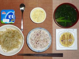 胚芽押麦入り五穀米,納豆,蒸しもやし,マッシュポテト,ほうれん草のおみそ汁,ヨーグルト