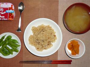 中華おこわ,人参の煮物,枝豆,玉ねぎのおみそ汁,ヨーグルト