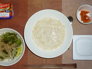 玄米粥,納豆,キャベツともやしの蒸し炒め,人参の煮物,ヨーグルト