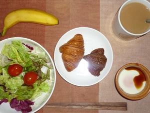 ミニクロワッサン(チョコ,プレーン),サラダ,目玉焼き,バナナ,コーヒー