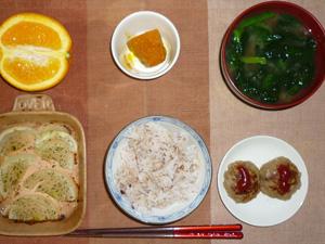 胚芽押麦入り五穀米,プチバーグ×2,焼き玉ねぎ,カボチャの煮つけ,ほうれん草のおみそ汁,オレンジ