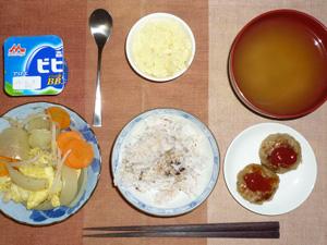胚芽押麦入り五穀米,野菜の蒸し煮,プチバーグ×2,マッシュポテト,ワカメのおみそ汁,ヨーグルト