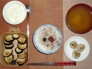 胚芽押麦入り五穀米,梅干し,焼売×3,焼き茄子,カボチャのおみそ汁,ヨーグルト