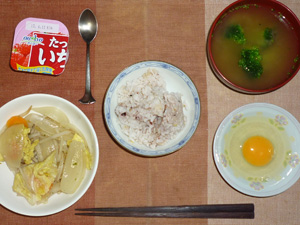 胚芽押麦入り五穀米,生卵,野菜の蒸し煮,ブロッコリーのおみそ汁,ヨーグルト