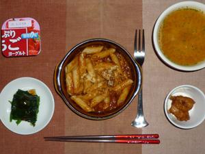 ペンネボロネーゼ,ほうれん草のおひたし,鶏の唐揚げ,トマトスープ,ヨーグルト